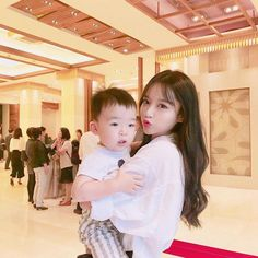 Cute Asian Babies, Korean Babies, Asian Kids, Cute Babies, Ulzzang Kids, Ulzzang Korean Girl, Cute Korean Girl, Couple With Baby, Mom And Baby
