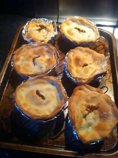 Hairy dieters low fat meat and potato pies Chilli Recipes, Meat Recipes, Cooking Recipes, Batch Cooking, Healthy Recipes, Free Recipes, Minced Beef Pie, Savoury Baking, Savoury Pies