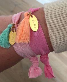 Armcandy! Vrolijke ibiza armbandjes in de kleur roze http://www.wenn-sieraden.nl/armbandje-roze-oranje-elastiek