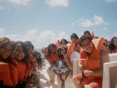 passeio no Catamarã rumo a barreira de corais na costa de Barra de Maxaranguape/RN