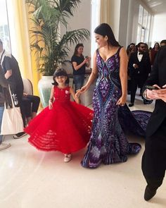 Bollywood Stars Marked their Presence in Festival in France, Check latest photos of Bollywood Divas Aishwarya, Deepika, Sonam Kapoor, Kangna Ranaut from Cannes. Indian Bride Dresses, Dress Indian Style, Aishwarya Rai Photo, Aishwarya Rai Bachchan, Sonam Kapoor, Cannes, Indiana, Half Saree Designs, Kids Frocks