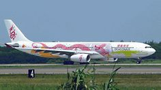 Dragon Air Airbus (B-HWG) in special Anniversary livery at Taipei Taoyuan Intl Airplane Painting, Dragonair, Aircraft Painting, Airplane Travel, The Weather Channel, Nose Art, Paint Schemes, 20th Anniversary, Planes
