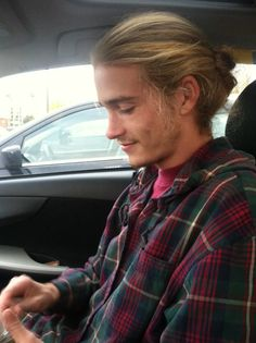 Excuse the long blond hair, but I like his fac for Louis. Super.
