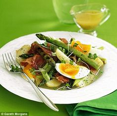 Delicious asparagus, parma ham and soft-boiled egg salad makes an irresistible summery supper. Boiled Egg Salad, Soft Boiled Eggs, Best Greek Yogurt, Egg Recipes, Healthy Recipes, Best Egg Salad Recipe, Ham And Eggs, Parma Ham, Ham Salad