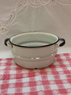 ENAMEL Pot with Handles   Two Quarts Great Decor by AmazingFun
