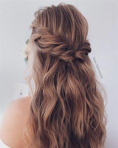 [tps_header][/tps_header] You have the perfect dress and the most beautiful #weddinghairsimple