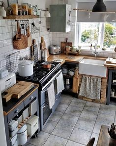 Boho Chic Interior Kitchen Designs and Decor Ideas Boho Kitchen, Home Decor Kitchen, Rustic Kitchen, Kitchen Interior, New Kitchen, Home Kitchens, Kitchen Dining, Country Kitchen Cabinets, Home Decor Inspiration