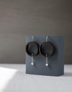 Circle earrings / White pearl earrings / Wood earrings / Small hoop earrings / Dangle earrings / Geometric earrings