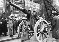 WWI, 9 Nov A captured German 106 mm artillery gun on display at the Lord Mayor's Show in London. © IWM (Q Black Watches, British Home, Historical Pictures, Wwi, Cannon, First World, World War, Steampunk, German