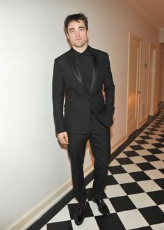 HQ pictures of Robert Pattinson at the GQ 'Men of the Year' dinner See more after the jump