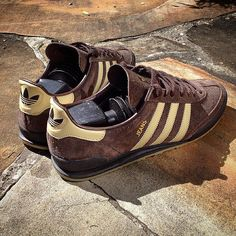 adidas Originals Jeans MkII: Brown