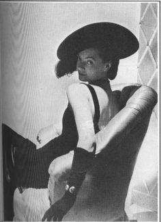 Molyneux 1937 Vintage Hats, Mode Vintage, Vintage Men, Retro Vintage, 1930s Fashion, Vintage Fashion, 1930s Costumes, 1930s Style, Make Do And Mend