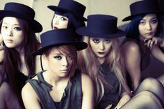 Fx Red Light- the makeup look is very interesting. and i love Krystals outfit with the hat, it suits the theme best Kpop Girl Groups, Korean Girl Groups, Kpop Girls, 2ne1, Btob, Fx Pink Tape, Fx Red Light, Victoria Song, Choi Jin