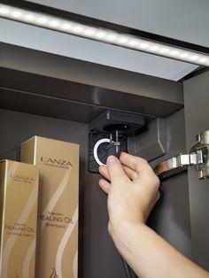 I spegelskåp ingår alltid eluttag och i kommoden är det förberett för att enkelt kunna installera ett eluttag i efterhand.