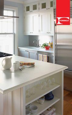 El blanco siempre crea un efecto de amplitud, esto te ayudará si tu cocina es pequeña. #TipFormica #Diseño #Diseñodeinteriores