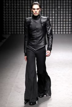 Gareth Pugh - Futuristic Men Fashion Fall Winter 2011-2012 - Shows - Vogue.it