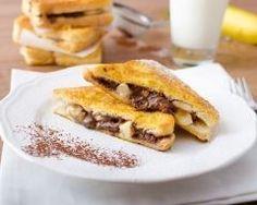 croque de pain perdu banane-chocolat : http://www.cuisineaz.com/recettes/croque-de-pain-perdu-banane-chocolat-84350.aspx