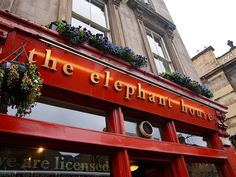 The Elephant House Cafe in Edinburgh, Scotland - where J. Rowling sat and wrote much of Harry's story while looking out at Edinburgh Castle. Harry Potter Locations, Harry Potter Films, England Ireland, England And Scotland, Edinburgh Castle, Edinburgh Scotland, Cafe House, Filming Locations, Dream Vacations