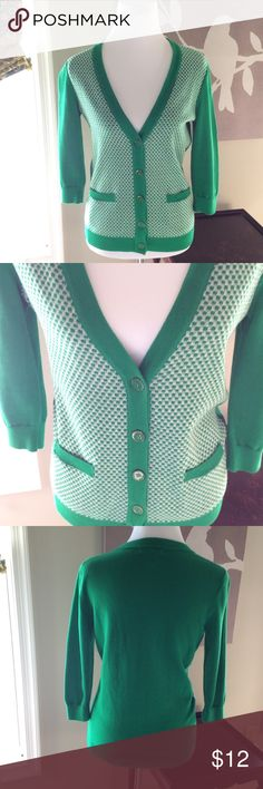 Banana Republic cardigan Kelly green and white Banana Republic 100% cotton cardigan. Size small. Machine wash gentle cycle. Worn only a couple times. Banana Republic Sweaters Cardigans