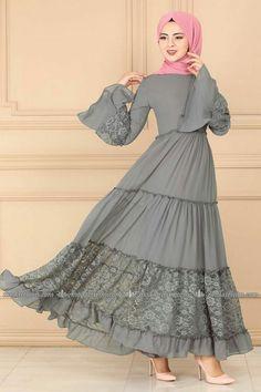 Tesettür Elbise, Tesettür Elbise Fiyatları, Günlük Tesettür Elbise - pionero de la cosmética, alimentación, moda y confección Muslim Women Fashion, Islamic Fashion, Abaya Designs, Dress Design Patterns, Dress Designs, Estilo Abaya, Abaya Mode, Hijab Style Dress, Hijab Stile
