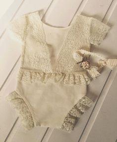 Cod 233Newborn Lace Romper baby от 4LittlePrincessProps на Etsy