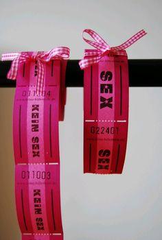 Die Sex / Kein-Sex Wertmarken erlauben einem Romantik etwas lockerer zu nehmen und sind zum Beispiel für Valentinstag super originelle Geschenke für den Freund oder die Freundin