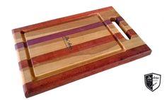 Tábua de carne marchetada feita pela Du´Arte para aproveitamento de resíduos de madeiras amazônicas, tais como: roxinho, muirapiranga e tauari. Du ´Artes Artesanatos.