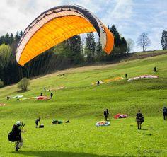 Ein ausgezeichneter Übungshang für angehende Paraglider befindet sich oberhalb von Bad Wiessee am Tegernsee
