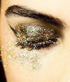 EyeCatching glitter glitzer silvester make up Beauty Make Up, Hair Beauty, Glitter Make Up, Gold Glitter, Gold Sparkle, Glitter Bomb, Glitter Girl, Glitter Dust, Glitter Flats