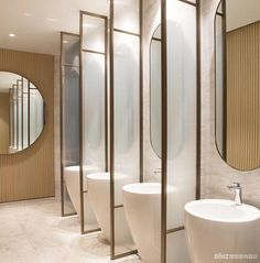 This restroom design consists of simpleness, practice, modernity, simplicity, modernity and also also luxury. All suggested for those who intend to fantasize in your home in the bathroom Steam Showers Bathroom, Bathroom Toilets, Bathroom Fixtures, Small Bathroom, Master Bathroom, Bathroom Mirrors, Bathroom Cabinets, Bathroom Ideas, Bathroom Carpet
