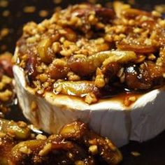 Figs and Toasted Almonds Brie - this is a thanksgiving staple I make every year!