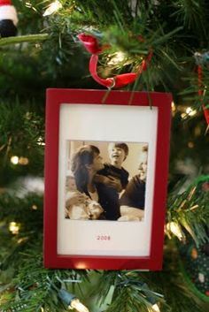 Idea to frame a family photo with the year on the matte & hang on the Christmas tree as an ornament.