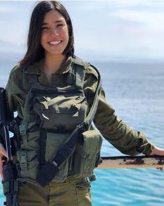 Israeli Girls, Idf Women, Brave Women, Female Soldier, Military Women, Girls Uniforms, Army Girls, Warrior Women, Man Stuff
