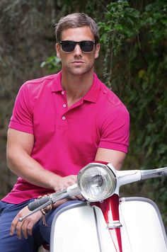 Russell Stretch Polo offers a contemporary, fashionable look