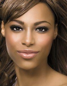 Bronze Magazine » Celebrating Women of Color » Bronze Girl Friendly Lipsticks: Nude Edition
