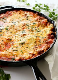 Cast Iron Skillet Lasagna is the best thing you can make in your cast iron. No boil noodles and layered cheesy perfection. Serve like a pie instead of squares for the perfect portion of cheesy, crispy and tender lasagna. Cast Iron Skillet Cooking, Iron Skillet Recipes, Cast Iron Recipes, Skillet Dinners, Cooking With Cast Iron, Pasta Recipes, Dinner Recipes, Cooking Recipes, Milk Recipes