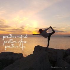 A persons mind is so powerful. We can INVENT, CREATE, EXPERIENCE, and DESTROY things with thoughts alone.  Therefore;  POSITIVE MIND. POSITIVE VIBES. POSITIVE LIFE.  www.facebook.com/jenddelvaux #fitness #health #motivation #quote @jendelvaux