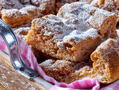 ELKÉSZÍTÉS 1. Mindent készíts elő a fentiek szerint, és kapcsold be a sütőt 160 fokra. 2. Keverd össze a kókuszlisztet, a sütőport és a fahéjat. 3. Reszeld...