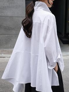 Casual Fashion Cropped Shirt – uoozeeYou can find White shirts and more on our website. Crop Top Styles, Hijab Fashion, Fashion Dresses, Fashion Tips, Fashion Moda, Fashion Women, Crop Shirt, Shirt Blouses, Style Casual