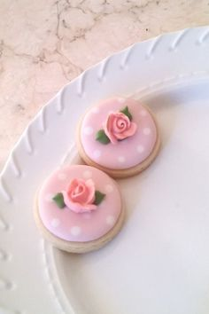 Items similar to 50 Pcs. Round or Heart Cookie Favor-White Wedding Favors, Bridal Showers, Bridemaids Gifts, Baby Showers on Etsy Mini Cookies, Fancy Cookies, Flower Cookies, Heart Cookies, Valentine Cookies, Iced Cookies, Easter Cookies, Birthday Cookies, Cookies Et Biscuits