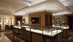 Cartier Ginza 2 was refurbished the interior by following its bridal concept in March 2011