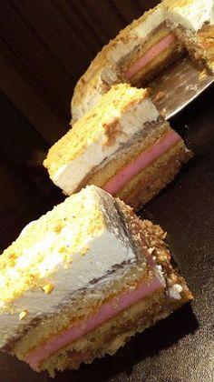 Toύρτα με γέμιση κρέμα φράουλας & σοκολάτας !!! Greek Desserts, Greek Recipes, No Bake Desserts, Easy Desserts, Cookbook Recipes, Cooking Recipes, Popcorn Cake, Chocolate Cake, Cupcake Cakes