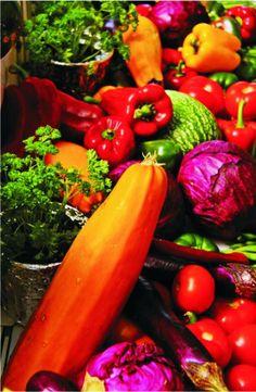 """Descubre qué beneficios aportan los vegetales según su color Siempre hemos escuchado eso de que """"hay que comer cinco piezas de fruta o verdura al día"""", pero la verdad es que muchos niños las rechazan y no todos los adultos las toleran con la misma costumbre."""