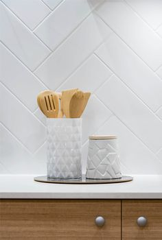 home accessories kitchen Timber cupboards and white tile splashback White Herringbone Tile, White Tiles, Herringbone Backsplash, Home Decor Kitchen, Kitchen Interior, Kitchen Splashback Tiles, Splashback Ideas, Backsplash Ideas, White Kitchen Inspiration