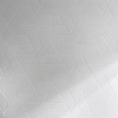 Le variazioni di stile firmate Tonalite toccano colori, decori, finiture e formati. Proprio in quest'ultimo trend rientra la nuova collezione Trapez dove è la forma geometrica a dare il ritmo alla composizione. Si tratta di una collezione pensata per rivestimento o pavimento, basata su una modularità di elementi trapezioidali da 23x10 che riescono a creare insoliti effetti visivi. Per completare le possibilità compositive le piastrelle Trapez sono disponibili in 10 colori glossy e matt