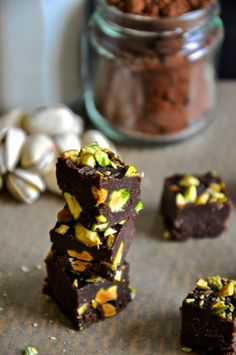 There are two kinds of people in the world: people who adore chocolate fudge and those who are lying to your face. Paleo Dessert, Raw Desserts, Healthy Sweets, Gluten Free Desserts, Dessert Recipes, Candy Recipes, Raw Food Recipes, Sweet Recipes, Vegan Candies