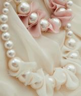 fabric petal detail pearlised necklace  CODE: QN26669  Price: SG $42.90 (approx US $34.60)