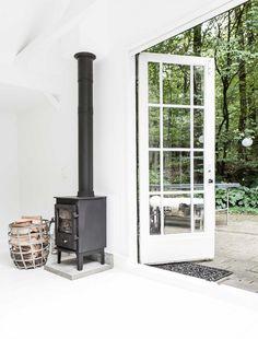 home decor vintage Minimal Home, Home Fireplace, Scandinavian Home, House Styles, Wood Stove, Loft House, Living Room Decor Inspiration, House Interior, Wood Burning Stove
