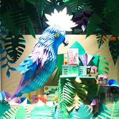 Visual Merchandising, Window Display, Vitrine, Etalagisme, Jungle, Exotic, Tropical, Rio, Perroquet, Parrot, Paper, Papier, Inspiration, Blue