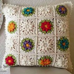 How to Make Crochet Flower: 48 Models with Step by Step Granny Square Crochet Pattern, Crochet Squares, Crochet Granny, Knit Crochet, Crochet Cushion Cover, Crochet Cushions, Crochet Pillow, Crochet Home, Crochet Crafts